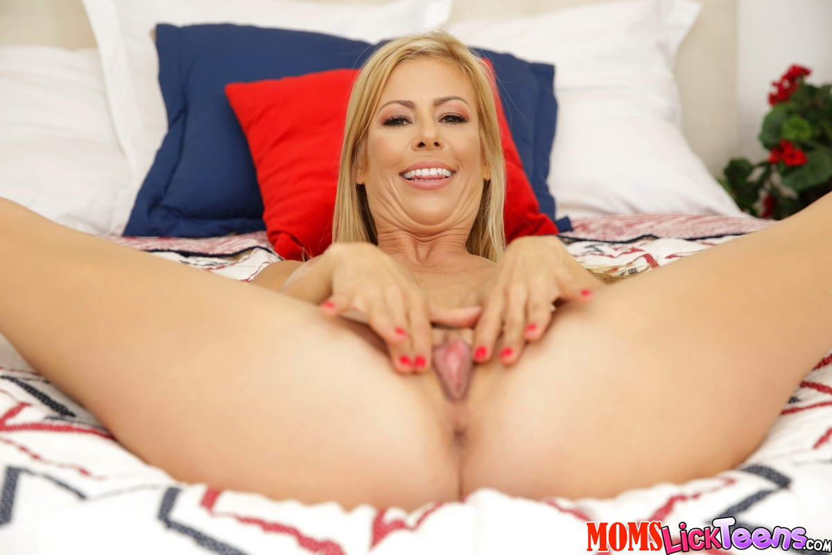 alexis deen and alexis fawx in hot lesbian scene